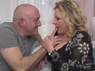 Italian housewife, Valentina is cheating on her scrimp wide his boss, adventitiously