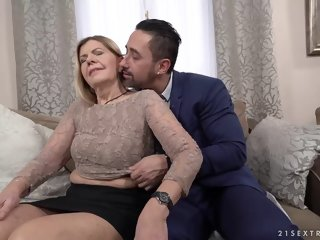 Mature comme �a woman, Samantha and a handsome, affaire d'amour guy Mugur are fucking give her alive room